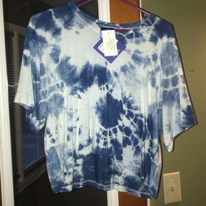 Really cute Raygun tie-dye crop top!